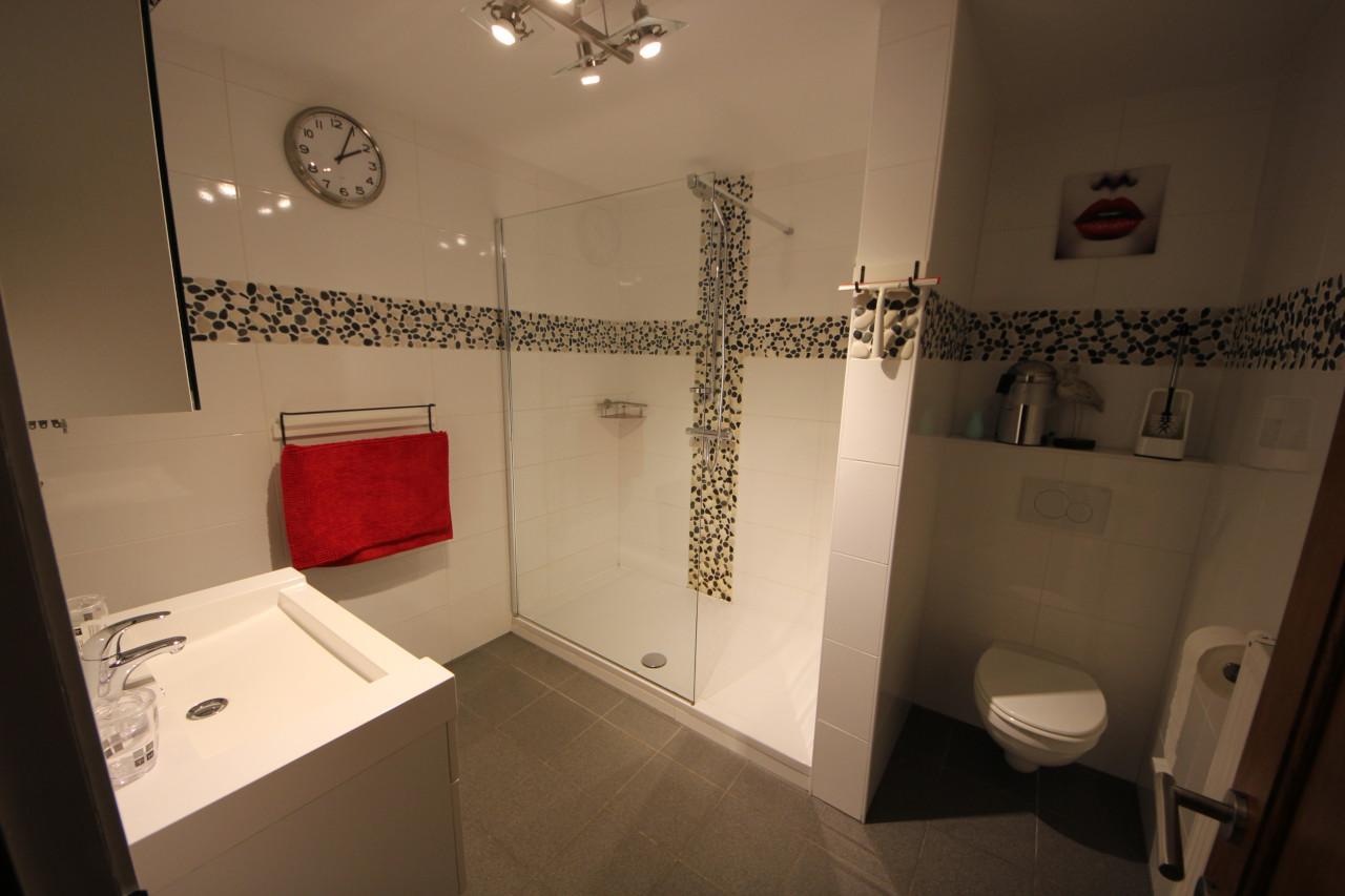 Douchekamer met toilet