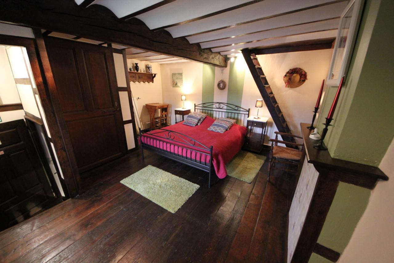 Gite in Ardennen met slaapkamer dubbelbed ardense stijl